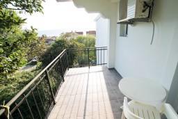 Вид на море. Черногория, Доня Ластва : Студия с балконом с видом на море