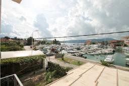 Вид. Черногория, Тиват : Современная студия с балконом с видом на море, возле городского причала