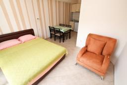 Студия (гостиная+кухня). Черногория, Тиват : Современная студия возле городского причала