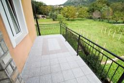 Балкон. Черногория, Тиват : Апартамент для 3-5 человек, с отдельной спальней