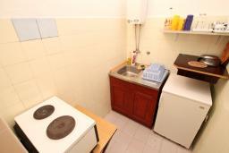 Кухня. Черногория, Селяново : Студия для 4 человек, с террасой с видом на море, возле пляжа