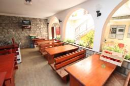 Территория. Черногория, Селяново : Комната для 3 человек, с общей кухней, с террасой с видом на море, возле пляжа