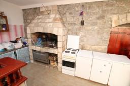 Кухня. Черногория, Селяново : Комната для 5 человек, с общей кухней, возле пляжа