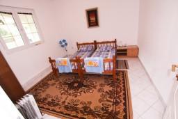Спальня. Черногория, Тиват : Просторный апартамент для 5-6 человек, с 2-мя отдельными спальнями, с большой террасой