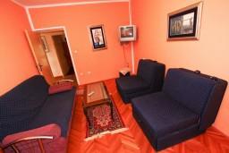 Спальня. Черногория, Доня Ластва : Апартамент для 4-6 человек, с 2-мя отдельными спальнями, с террасой с видом на море, возле пляжа