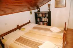 Спальня 2. Черногория, Тиват : Апартамент для 4 человек, с 2-мя отдельными спальнями, с большой гостиной