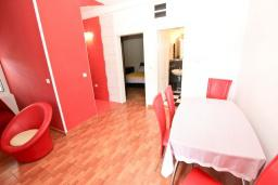 Гостиная. Черногория, Рафаиловичи : Апартамент с отдельной спальней, с балконом