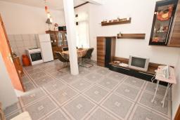 Гостиная. Черногория, Рафаиловичи : Апартамент для 4 человек, с 2-мя отдельными спальнями