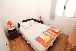 Спальня. Черногория, Рафаиловичи : Апартамент для 4 человек, с 2-мя отдельными спальнями