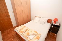 Спальня 2. Черногория, Рафаиловичи : Апартамент для 4 человек, с 2-мя отдельными спальнями