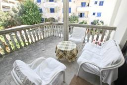 Терраса. Черногория, Рафаиловичи : Апартамент для 4 человек, с 2-мя отдельными спальнями
