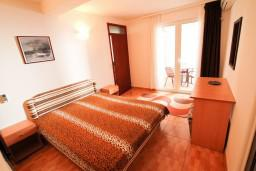 Спальня. Черногория, Ульцинь : Апартамент с отдельной спальней с террасой