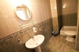 Ванная комната. Черногория, Ульцинь : Апартамент с отдельной спальней с террасой