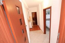 Коридор. Черногория, Ульцинь : Апартамент с отдельной спальней, с балконом с шикарным видом на море