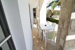 Терраса. Черногория, Велика плажа : Апартамент с отдельной спальней, с террасой с видом на море