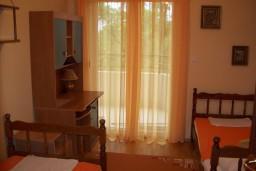 Спальня 2. Черногория, Герцег-Нови : Апартамент для 4-5 человек, с 2-мя отдельными спальнями