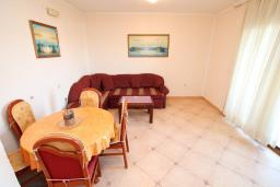 Гостиная. Черногория, Велика плажа : Апартамент с 1 спальней, балконом и видом на море