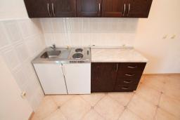 Кухня. Черногория, Велика плажа : Апартамент с 1 спальней, балконом и видом на море