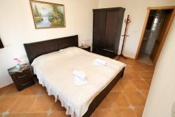 Спальня 2. Черногория, Велика плажа : Апартамент с 2 спальнями, 2 ванными и террасой с видом на море