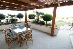 Терраса. Черногория, Велика плажа : Апартамент с 2 спальнями, 2 ванными и террасой с видом на море