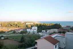Вид на море. Черногория, Велика плажа : Апартамент с 2 спальнями, 2 ванными и террасой с видом на море