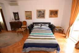 Гостиная. Черногория, Игало : Апартамент для 4-6 человек, 2 отдельных спальни