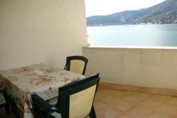 Вид на море. Черногория, Лепетане : Апартамент с балконом с видом на море, 20 метров до пляжа
