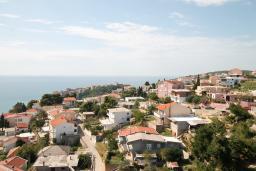 Вид. Черногория, Ульцинь : Апартамент с отдельной спальней, с балконом с шикарным видом на море