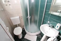 Ванная комната. Черногория, Ульцинь : Студия в Ульцине с балконом с видом на море