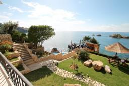 Вид на море. Черногория, Ульцинь : Двухэтажный люкс апартамент с отдельной спальней, с 2-мя балконами с шикарным видом на море