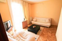 Спальня. Черногория, Велика плажа : Апартамент для 5 человек, с 2-мя отдельными спальнями, с 2-мя ванными комнатами