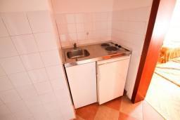 Кухня. Черногория, Велика плажа : Апартамент для 5 человек, с 2-мя отдельными спальнями, с 2-мя ванными комнатами