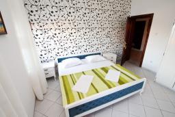 Студия (гостиная+кухня). Черногория, Ульцинь : Студия в Ульцине в 50 метрах от моря