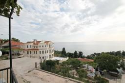 Вид на море. Черногория, Ульцинь : Апартамент для 6-8 человек, с 3-мя отдельными спальнями, с террасой с видом на море
