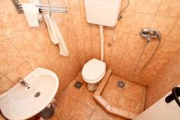 Ванная комната. Черногория, Велика плажа : Студия для 2-3 человек