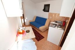 Гостиная. Черногория, Велика плажа : Апартамент с отдельной спальней в Велика плажа