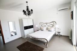 Спальня. Черногория, Велика плажа : Современный апартамент для 4 человек, с просторной гостиной и двумя спальнями, с 2-мя балконами