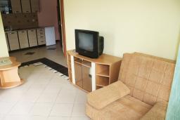 Гостиная. Черногория, Игало : Апартамент с видом на море, прямо на пляже