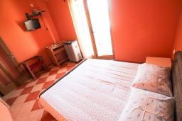 Спальня 2. Черногория, Велика плажа : Апартамент для 6 человек, с 2-мя отдельными спальнями