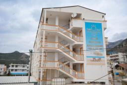 Фасад дома. Montenegro 3* в Чани