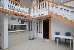 Вход. Montenegro 3* в Чани
