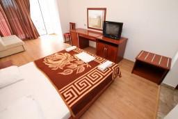 Черногория, Велика плажа : Современная комната для 2-4 человек