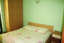 Черногория, Игало : Апартамент на 4 персоны с видом на море, прямо на пляже