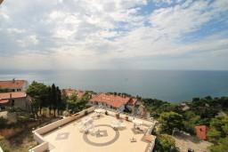 Вид на море. Черногория, Ульцинь : Большая студия с балконом с шикарным видом на море