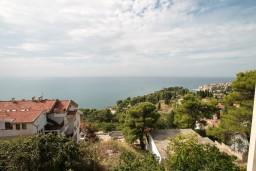 Вид на море. Черногория, Ульцинь : Апартамент для 6 человек, с 2-мя отдельными спальняим, с балконом с видом на море