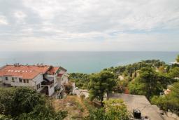 Вид на море. Черногория, Ульцинь : Апартамент для 5-6 человек, с 2-мя отдельными спальняим, с балконом с видом на море
