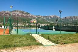 Теннисный корт в Баре