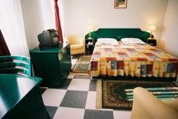 Спальня. Черногория, Будва : Стандартный номер
