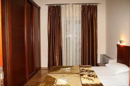 Спальня. Черногория, Будва : Апартамент с отдельной спальней и видом на море (№14 APP 03 SV)