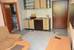 Кухня. Черногория, Игало : Апартамент на 4 персоны с видом на море, прямо на пляже